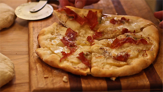 Gorgonzola, Prosciutto and Pear Pizza