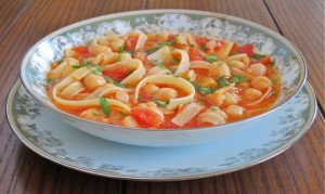 Pasta e ceci, pasta with chickpeas is a toothy, delicious soup from Rome